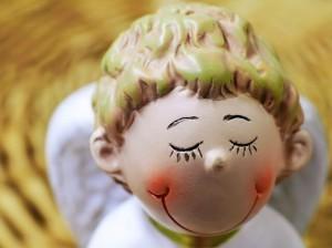 微笑む天使の人形