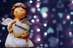 ハートを持つ天使の人形
